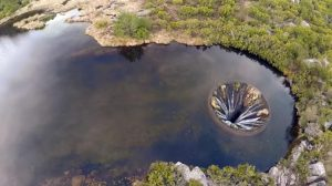el-misterioso-agujero-del-lago-portugues-conchos-por-el-desaparecen-miles-de-litros