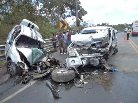 Licenciado y esposa mueren en accidente de tránsito