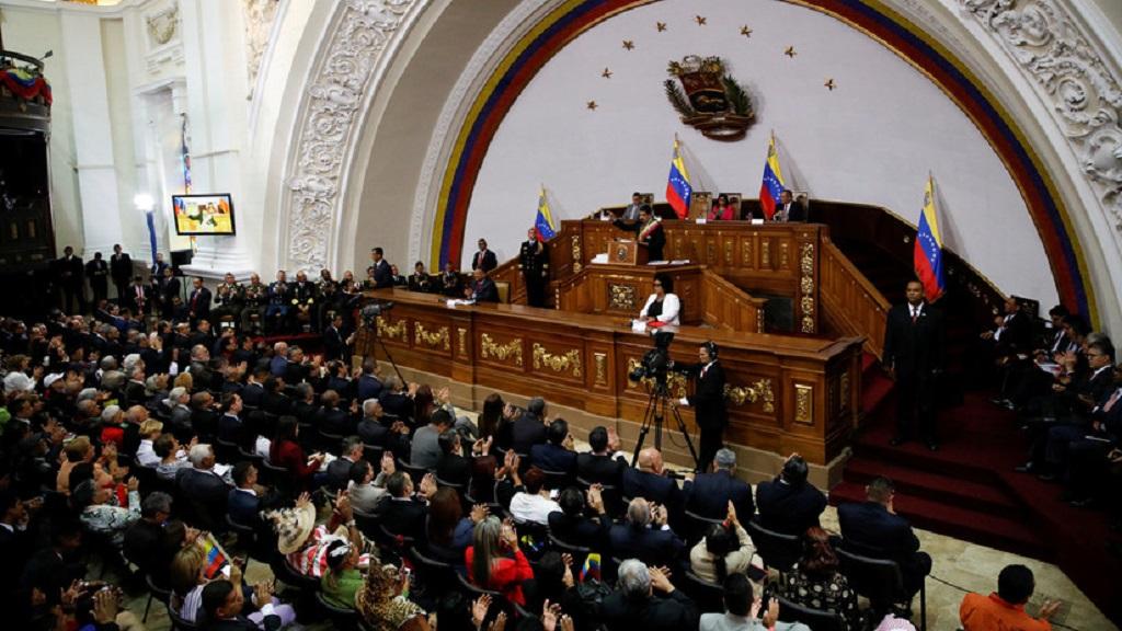Maduro propone adelantar elecciones de la Asamblea Nacional dirigida por Juan Guaidó